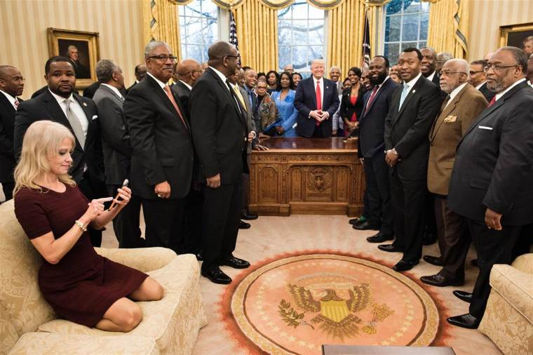 170228-kellyanne-couch-oval-office-803a_9cca82c78b5d543e0bd37fb225036c9a-nbcnews-fp-1200-800